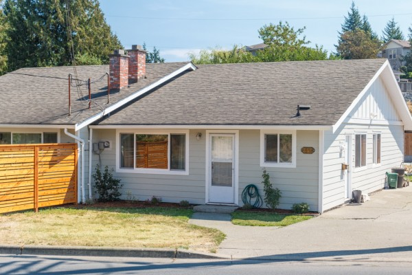 $299,900 – 697 Strandlund Ave, Langford, Level Yard