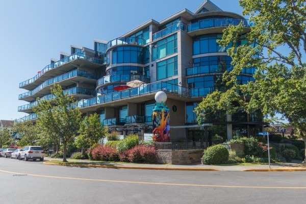 $699,900 – 102 21 Erie St, James Bay, The Reef