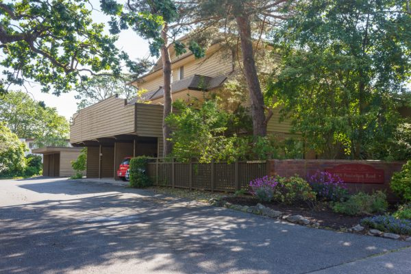 $599,900 – 7 1019 Pemberton Rd, Victoria, Location