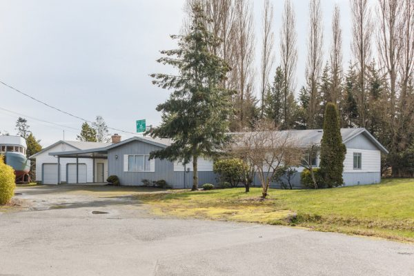 $749,900 – 9215 Charmore Pl, North Saanich