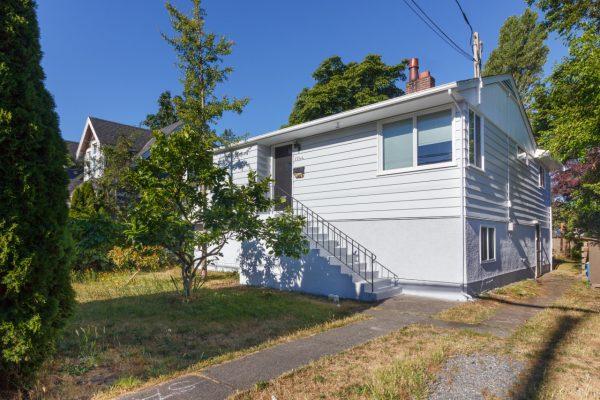 $729,000 – 1744 Foul Bay Rd, Victoria, Prime Location