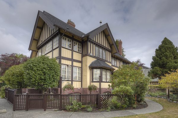$649,900 – 5 800 St. Charles St, Victoria, Character